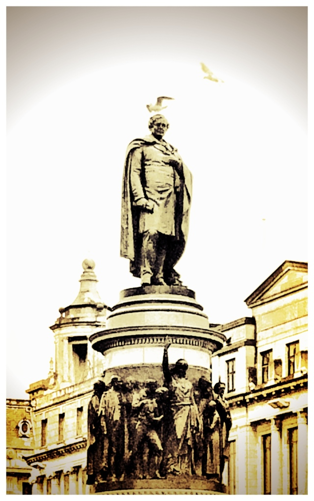 Dignity for the statue overlooking O'Connell Bridge, Dublin